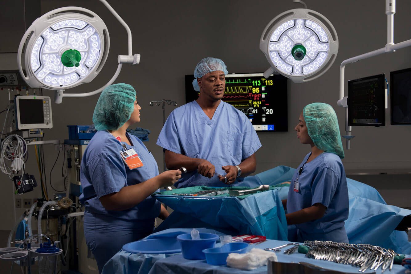 allied health surgical technologists Surgical technologist - team members in this allied health job assist registered nurse circulators by organizing, prioritizing tasks, and preparing operating room for each surgical procedure and arrival of patient in efficient and timely manner.
